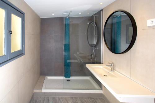 A bathroom at Villa Saint Exupery Beach Hostel