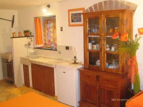 A kitchen or kitchenette at La Margherita 2