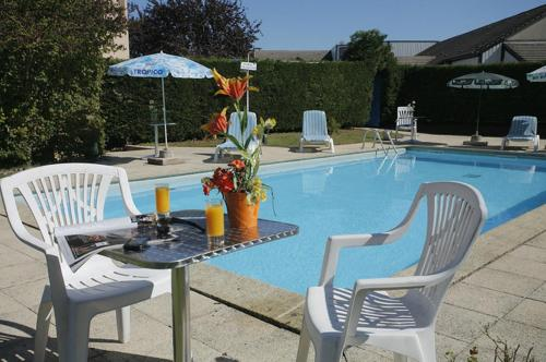 The swimming pool at or near The Originals Access, Éric Hôtel, Dole (Inter-Hotel)