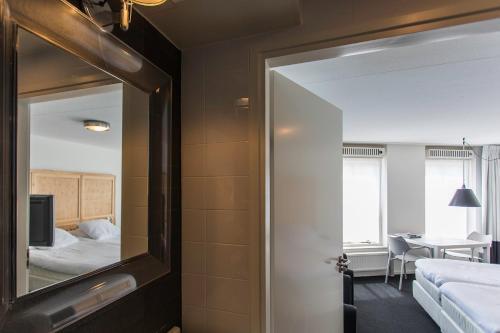 A bathroom at B's Strandappartementen