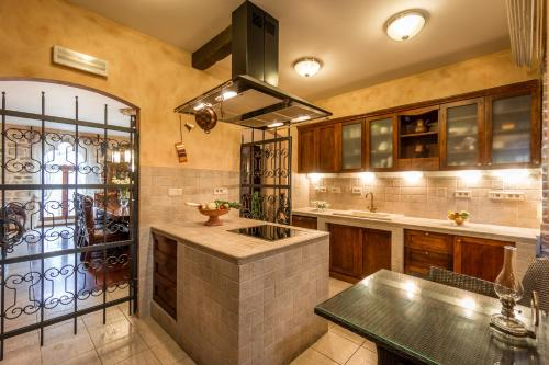A kitchen or kitchenette at Guest House Forza Lux