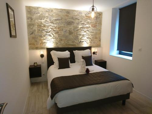 A bed or beds in a room at Le Moulin d'Oscar & Spa - Mulhouse Nord