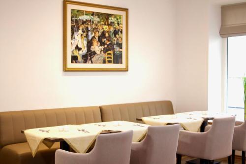Een restaurant of ander eetgelegenheid bij Hotel Niederrad