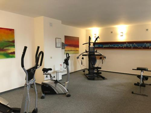 The fitness center and/or fitness facilities at Mercure Hotel Halle Leipzig