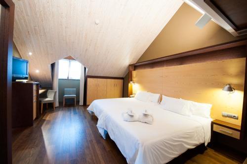 Cama o camas de una habitación en SOMMOS Hotel Aneto