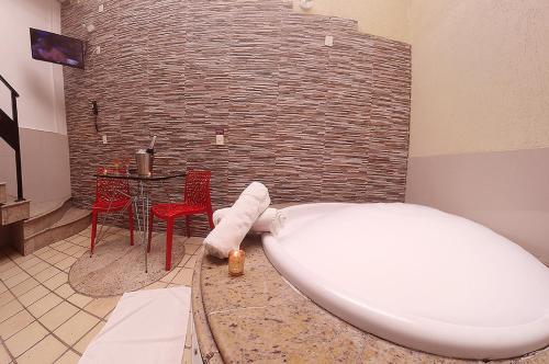 Um banheiro em Rhodes Motel