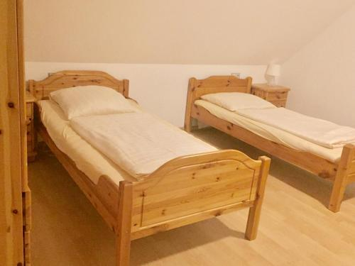 A bed or beds in a room at Hotel Restaurant Parthenon