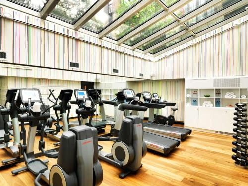 The fitness centre and/or fitness facilities at Andaz Amsterdam Prinsengracht - a concept by Hyatt