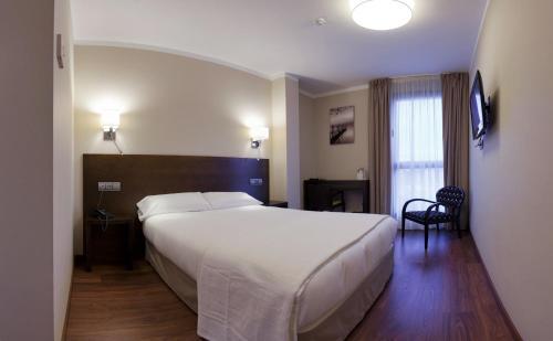 Cama o camas de una habitación en Hotel Río Hortega