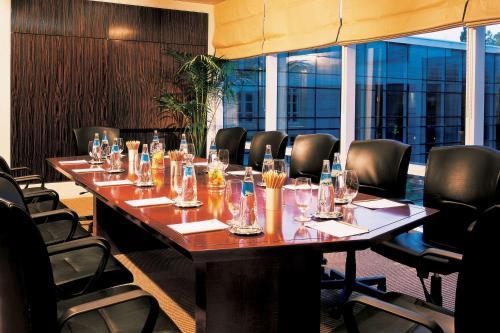 Un restaurant u otro lugar para comer en Park Hyatt Mendoza Hotel, Casino & Spa