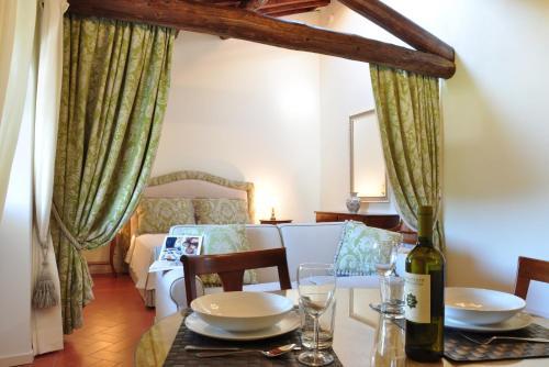 Ein Restaurant oder anderes Speiselokal in der Unterkunft Florence View Apartments