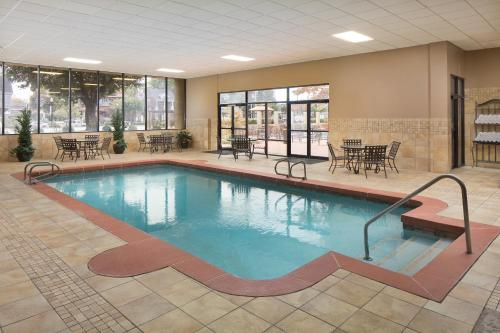 The swimming pool at or near University Plaza Hotel