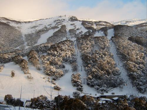Kasees Apartments & Mountain Lodge during the winter