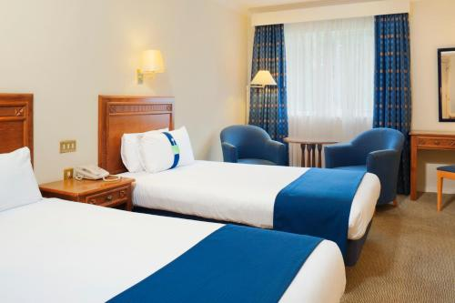 A bed or beds in a room at Holiday Inn Maidstone-Sevenoaks, an IHG Hotel