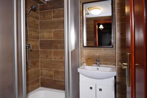 A bathroom at Hotel Kuria