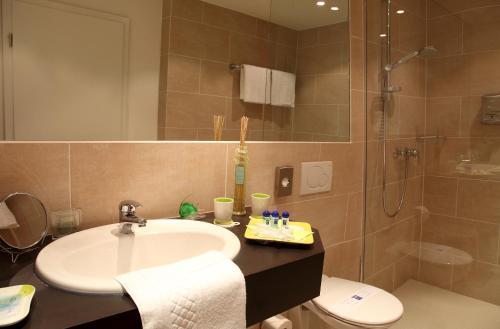 Een badkamer bij ante porta DAS STADTHOTEL