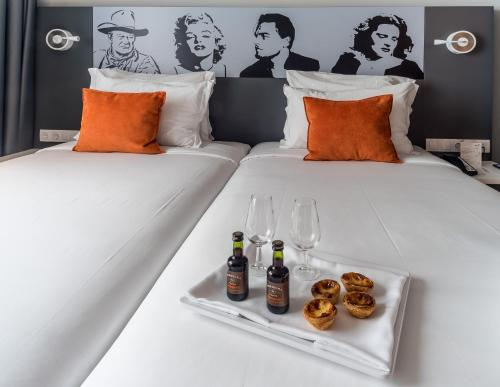 A bed or beds in a room at Star inn Lisbon Airport