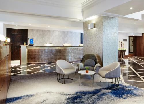 The lobby or reception area at London Marriott Hotel Marble Arch