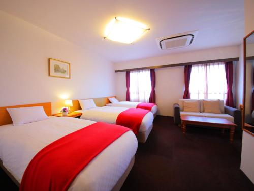 A bed or beds in a room at Hotel Claire Higasa