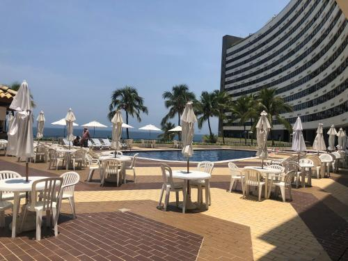The swimming pool at or close to Ondina Apart Hotel 621