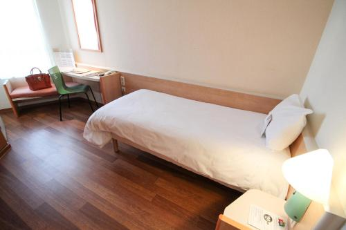 A bed or beds in a room at ibis Duesseldorf City