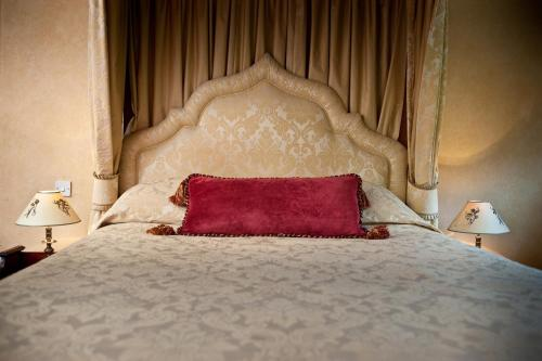 A bed or beds in a room at Ravenwood Hall Hotel