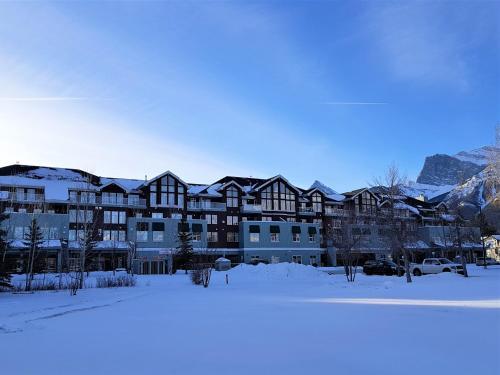 Sunset Mountain Inn during the winter