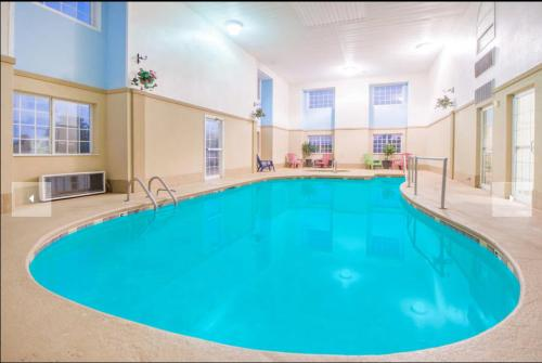 The swimming pool at or near Microtel Inn and Suites By Wyndham Miami OK