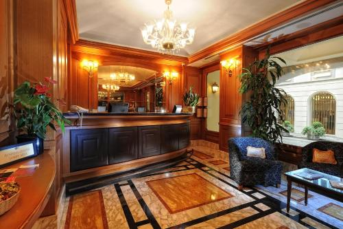 The lobby or reception area at Hotel Manzoni
