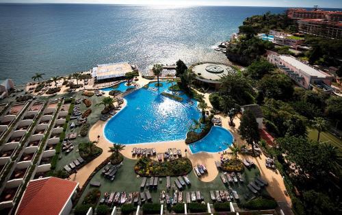 Uma vista aérea de Pestana Carlton Madeira Ocean Resort Hotel