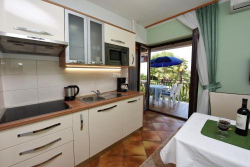 A kitchen or kitchenette at Apartments Marija