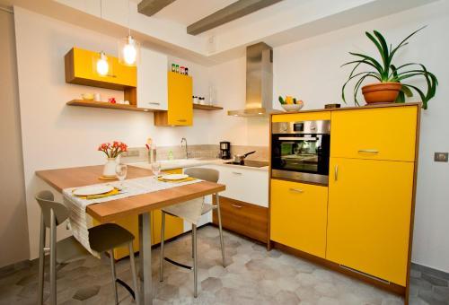 Cuisine ou kitchenette dans l'établissement Gite urbain AU 2BIS - Annecy