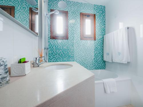 A bathroom at Hotel Vila Bela