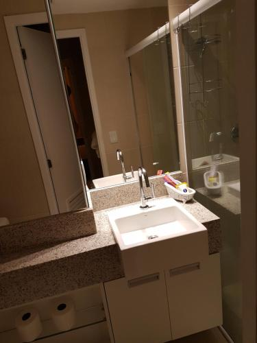 A bathroom at Landscape Beira Mar - 1804 Gold B