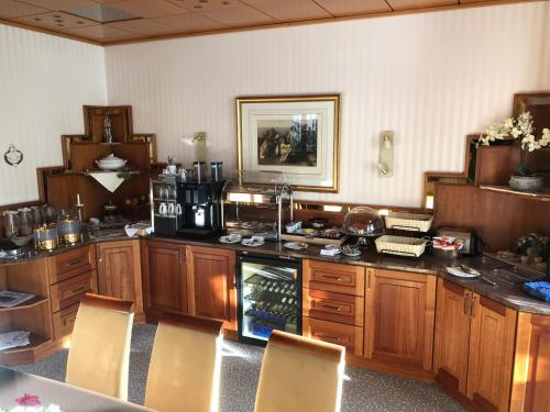 A kitchen or kitchenette at Hotel Haus Berlin