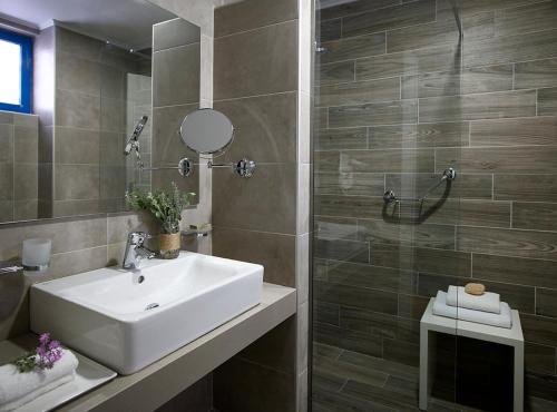 A bathroom at Lindia Thalassa