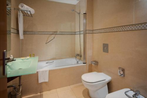 A bathroom at Eurostars Zarzuela Park