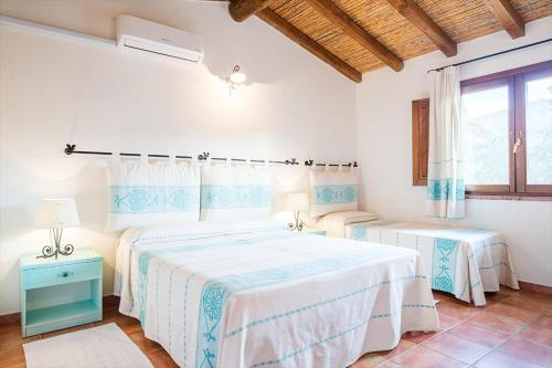 A bed or beds in a room at Hotel Sa Tanca E Bore