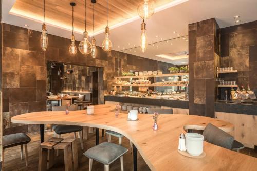 Ein Restaurant oder anderes Speiselokal in der Unterkunft Bavaria Boutique Hotel