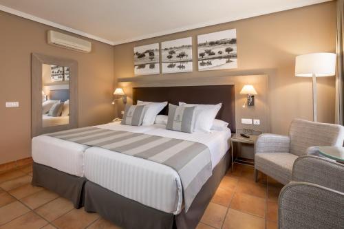 Een bed of bedden in een kamer bij Barceló Montecastillo Golf
