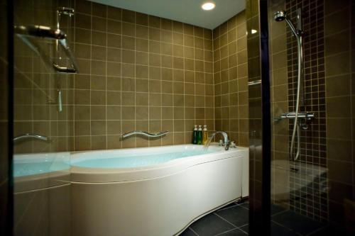A bathroom at Kyoto Brighton Hotel