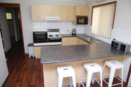 A kitchen or kitchenette at Breakaway, 11 Scott Street