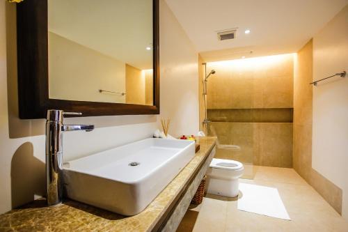 A bathroom at Casa Kalaw