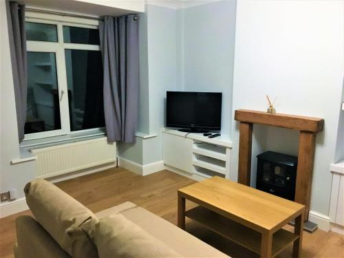 A television and/or entertainment center at Fantastic House Close to Town Centre