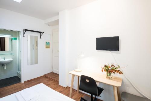 Телевизор и/или развлекательный центр в Vladislav City Centre Apartments