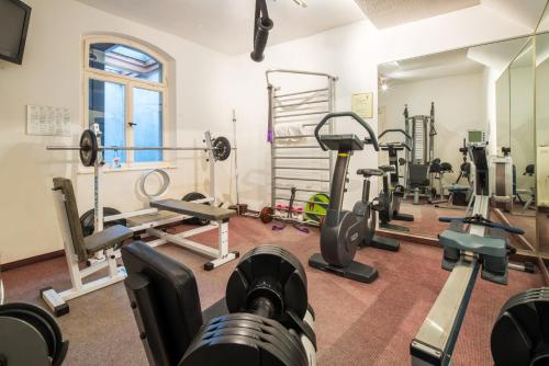 The fitness centre and/or fitness facilities at Hotel Deutscher Kaiser