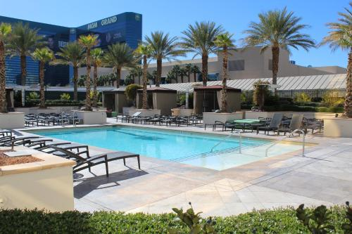 The swimming pool at or near Luxury Suites International at The Signature