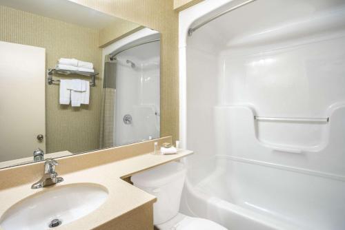 A bathroom at Super 8 by Wyndham Kingston