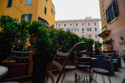 A restaurant or other place to eat at Hotel Felice
