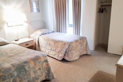 A bed or beds in a room at Villas of Ocean Pines Ocean City